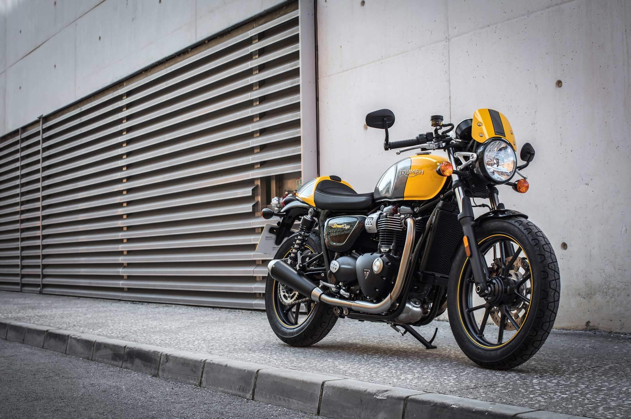 Moto anglaise occasion le top la Triumph Street Cup - Moto anglaise occasion le top la Triumph Street Cup Video